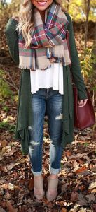 fall-fashion-tartan-scarf-oversized-olive-cardigan