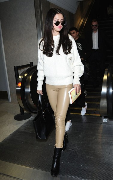 Selena+Gomez+Arriving+Flight+LAX+GwC1ck_P1HWl